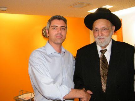 הרב דוד כדורי הגיע לקניון נהריה וברך מאות רווקים ורווקות